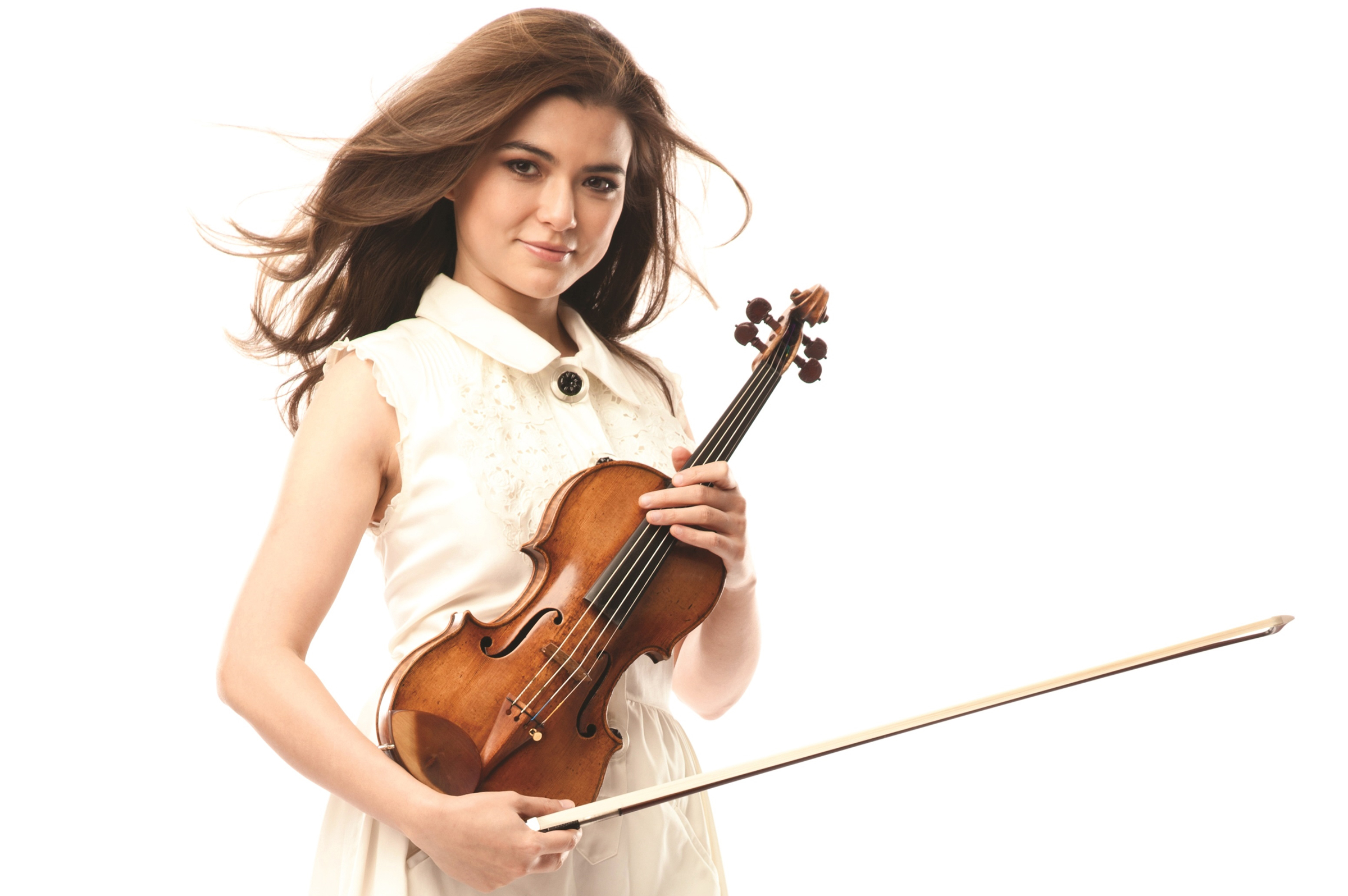 Violinist Karen Gomyo joins the Grand Rapids Symphony for its season opening performances.