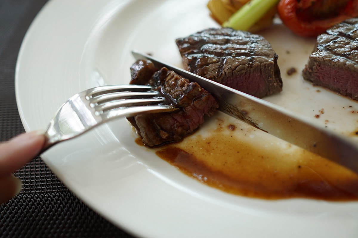 steak plate fork and knife