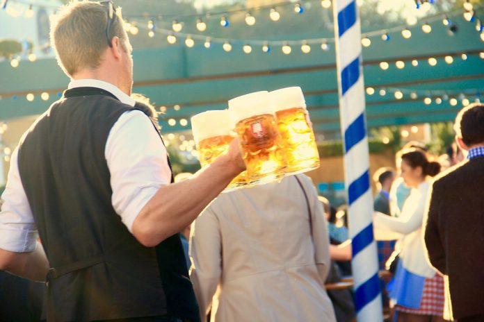 Oktoberfest man holding beer mugs
