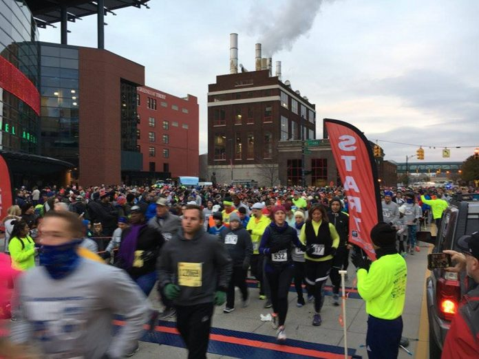 Grand Rapids Turkey Trot runners