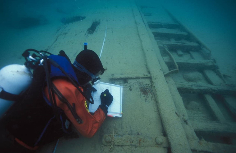 Lecture explores Lake Michigan shipwrecks - Grand Rapids Magazine